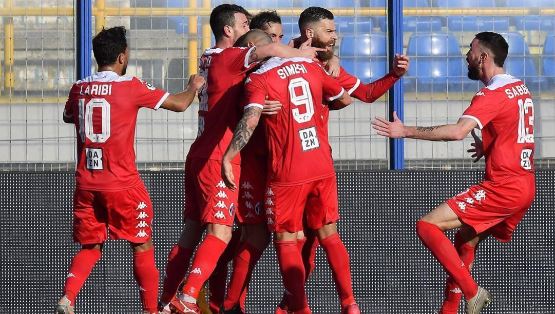 Un'esultanza del Bari, secondo nel girone C prima dello stop. Lapresse