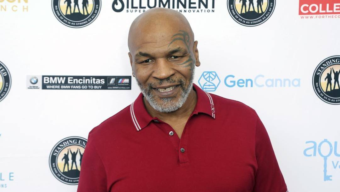 53 anni, barba bianca, Mike Tyson oggi. Ap