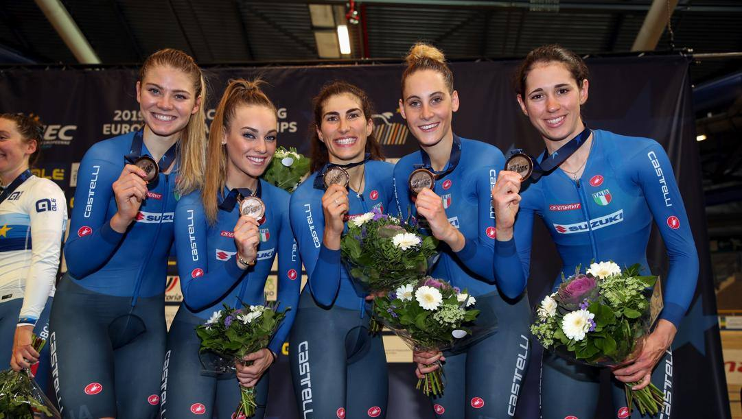 Le azzurre dell'inseguimento a squadre, argento europeo nel 2019: da sinistra Martina Alzini, Letizia Paternoster, Elisa Balsamo, Vittoria Guazzini e Marta Cavalli. Bettini
