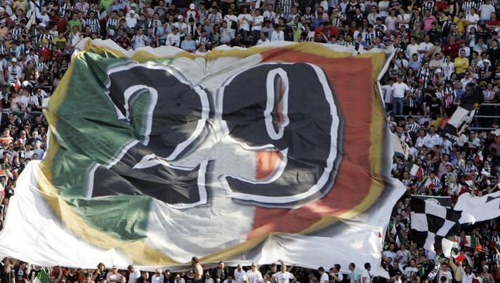 La festa bianconeroa per lo scudetto del 2006 poi assegnato all'Inter. Ap
