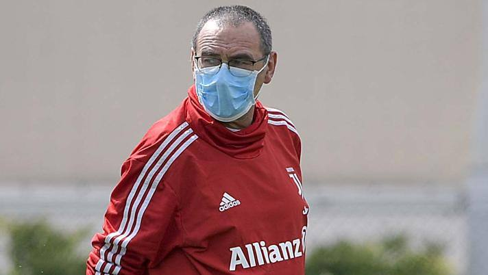 Mascherina anche per Maurizio Sarri agli allenamenti della Juventus. Getty Images
