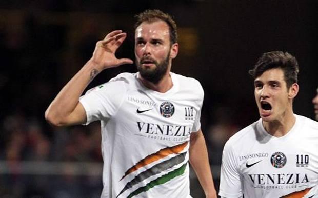 Gianmarco Zigoni, 29 anni, a sinistra, terza stagione con la maglia del Venezia LAPRESSE