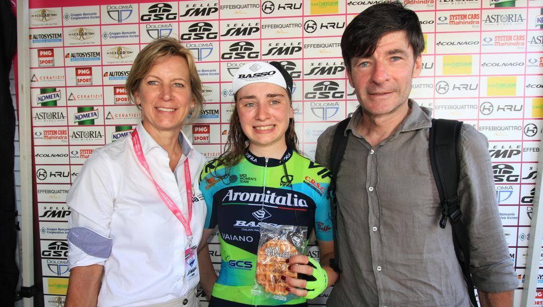 Letizia Borghesi tra la Cappellotto e Bugno al Giro