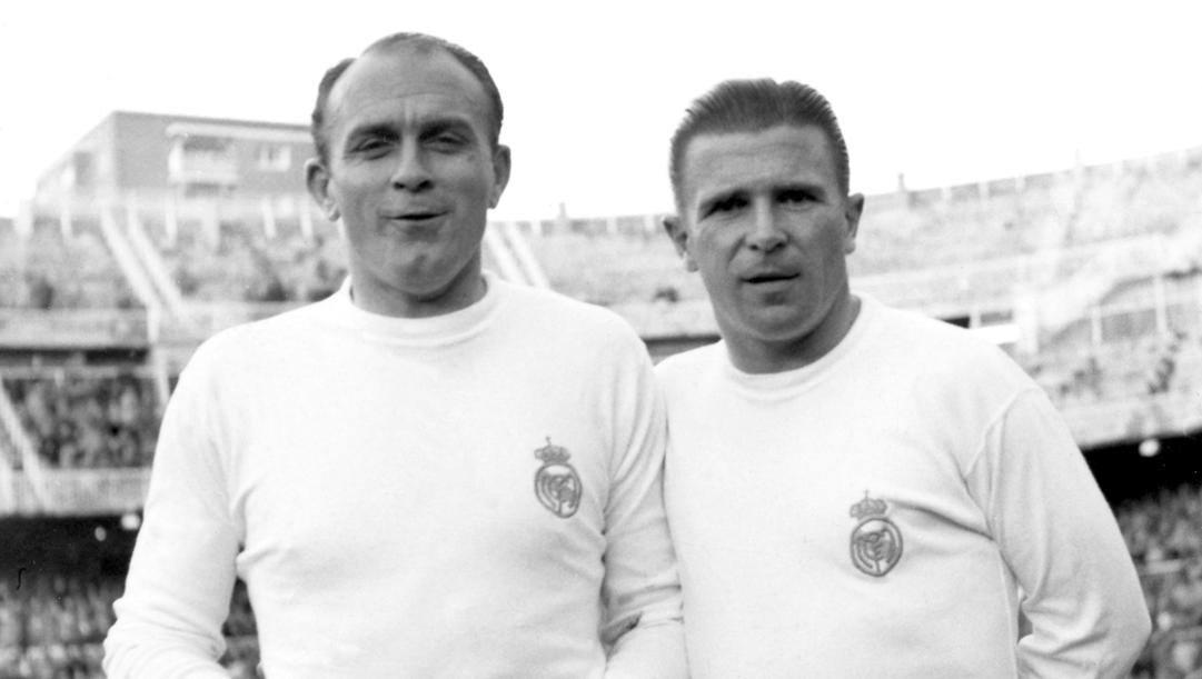 Alfredo Di Stefano (1926 -2014) e l'ungherese Ferenc Puskas (1927-2006)