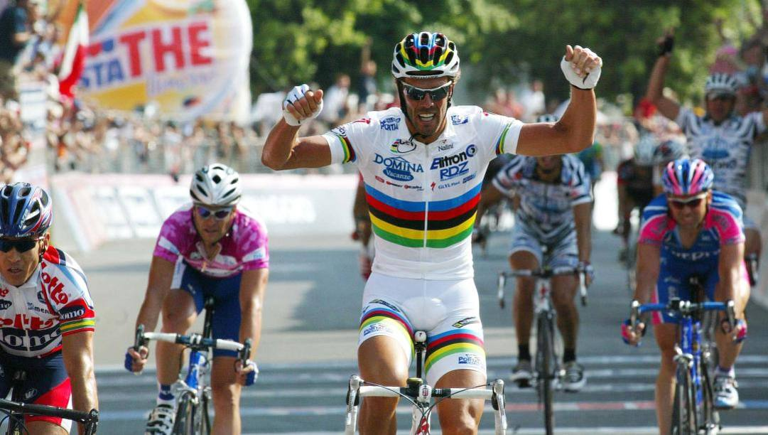 Mario Cipollini in trionfo a Montecatini Terme: 42° successo al Giro (Bettini)