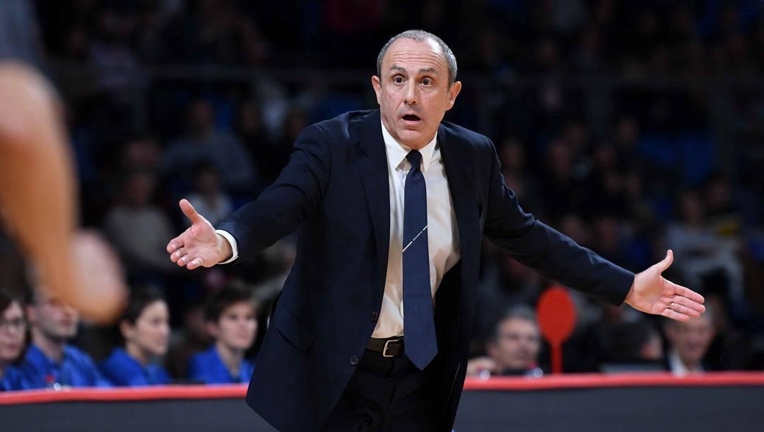 Ettore Messina, allenatore dell'Olimpia Milano. Ciamillo e Castoria