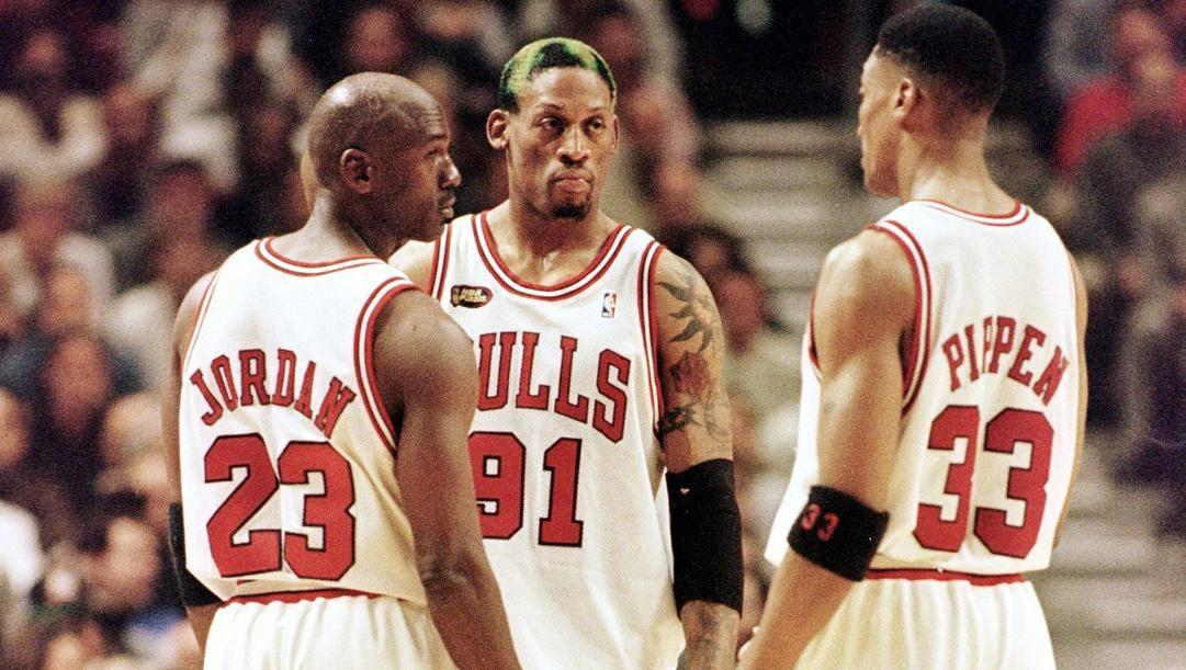 Michael Jordan e Scottie Pippen con Dennis Rodman. Afp