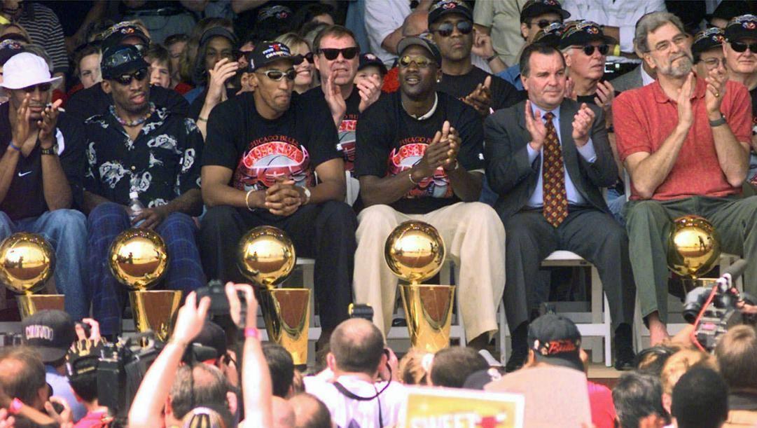 Rodman, Pippen e Jordan festeggiano il titolo del 1998. Ap