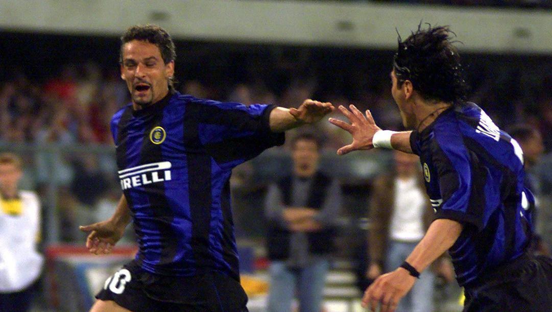 Roberto Baggio esulta dopo un gol al Parma, il 23 maggio 2000. Ap