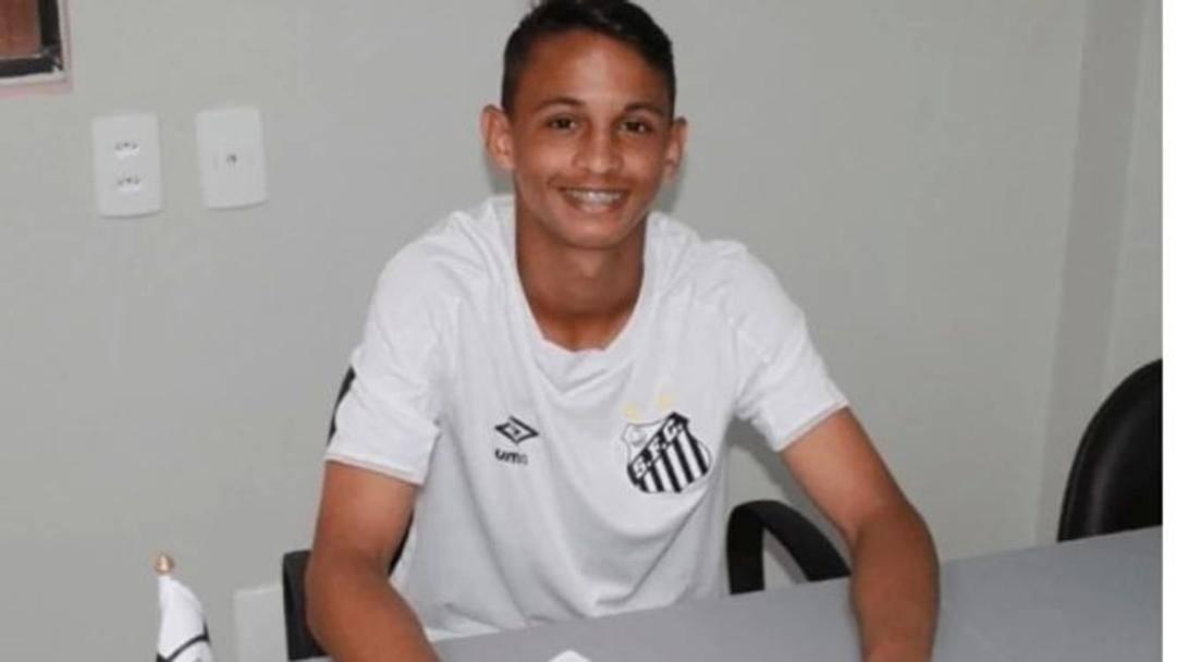 Weslley Pinto Batista, 16 anni, firma il contratto col Santos