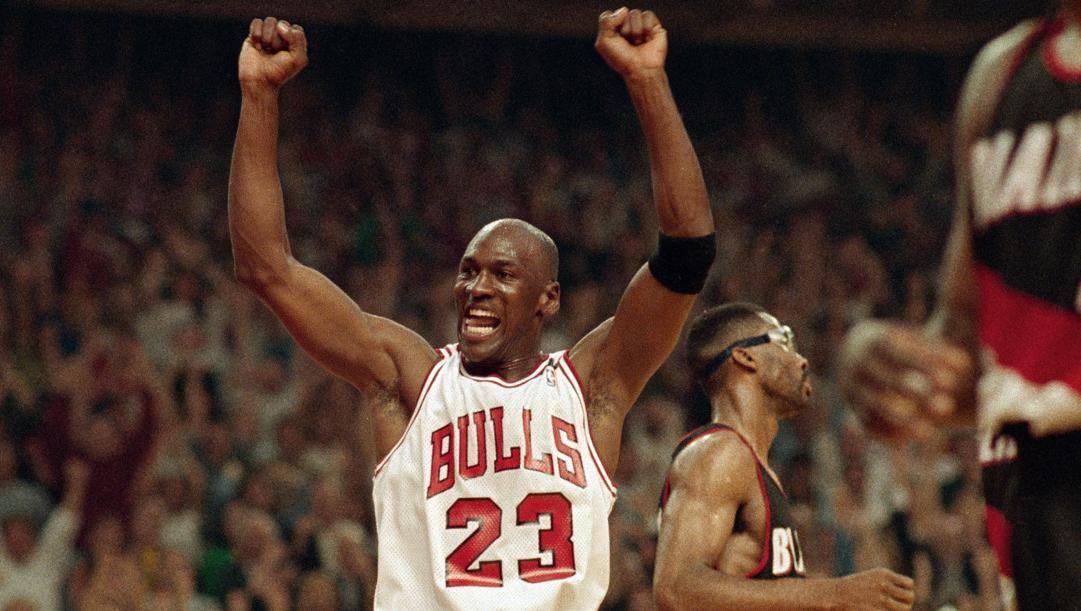 Michael Jordan, oggi 57 anni, ha vinto 6 anelli coi Bulls dal 1991 al 1998. Ap