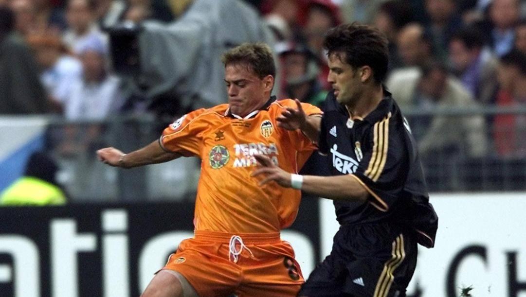 Francisco Farinos e Fernando Morientes in un momento della finale di Champions Real Madrid-Valencia, 24 maggio 2000. Epa