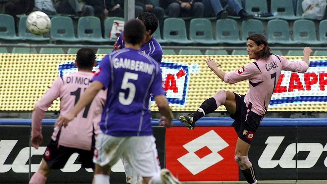 Lo splendido gol all'esordio di Edinson Cavani con il Palermo. Ap