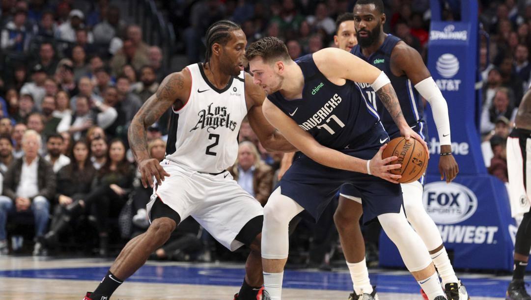 Kawhi Leonard, 28 anni, e Luka Doncic, 21: si ripartisse subito dai playoff, Clippers e Mavs si incrocerebbero. LaPresse