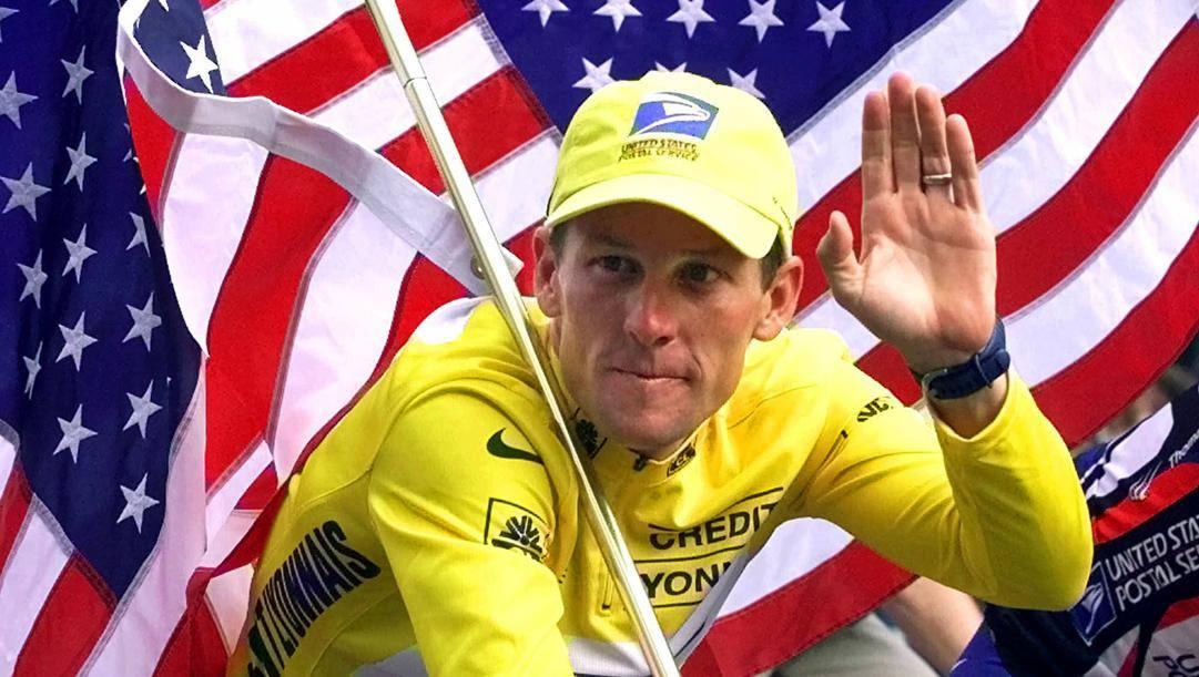 Lance Armstrong, oggi 48 anni, vinse 7 Tour de France tra il 1999 e il 2005. Ap