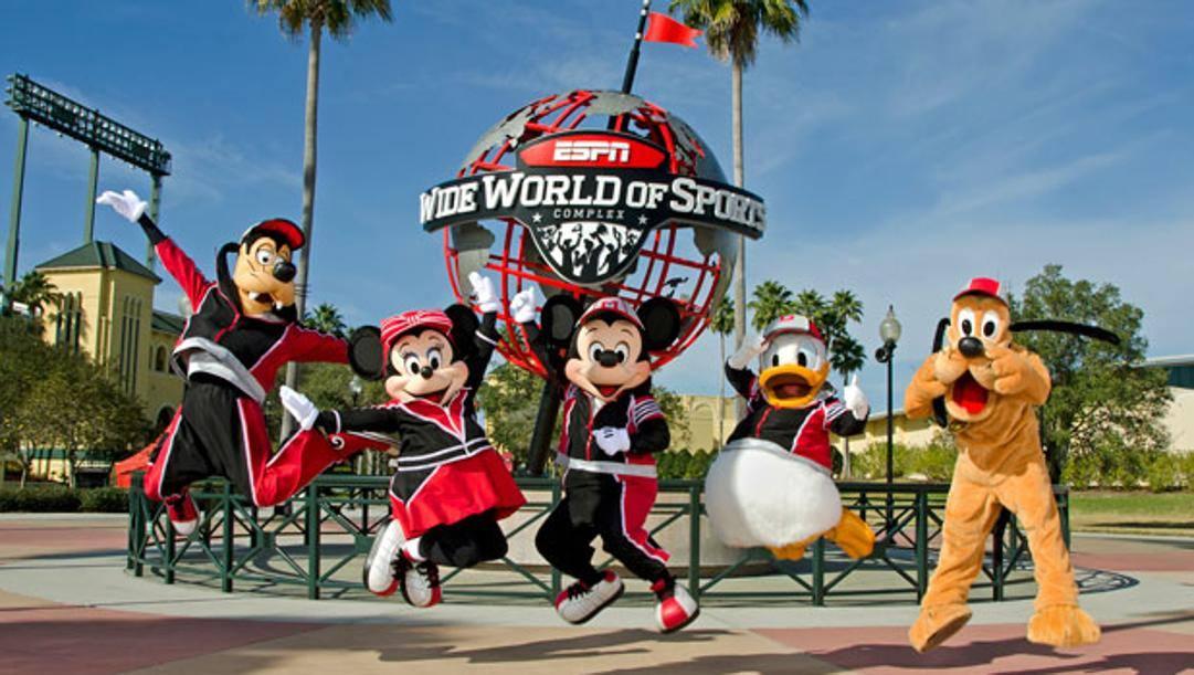 Gli eroi Disney davanti allo Espn Wide World of Sports Complex, dove l'Nba conta di concludere il 2019-20
