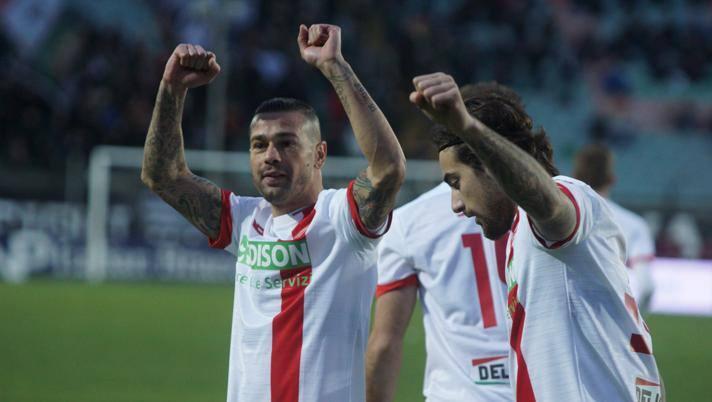 L'esultanza dei giocatori del Monza dopo un gol: il club brianzolo sarà promosso in Serie B. Lapresse