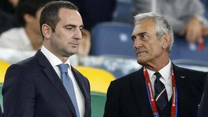 Il ministro Spadafora con il presidente Figc Gabriele Gravina. Ansa