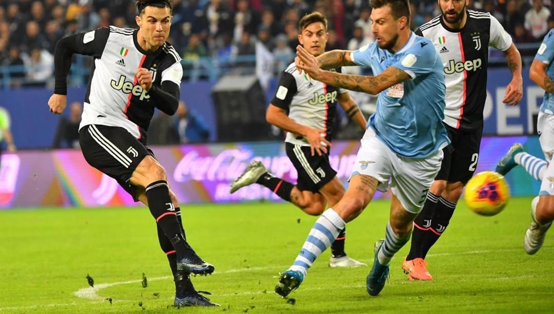 Cristiano Ronaldo, Dybala e Higuain contro Acerbi nella Supercoppa italiana di dicembre. Afp