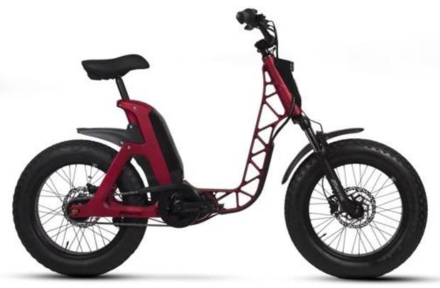 Issimo sembra un ciclomotore, ma è una raffinata e-bike, pluripremiata per il suo design. Motore elettrico Bafang, costo 2990 euro