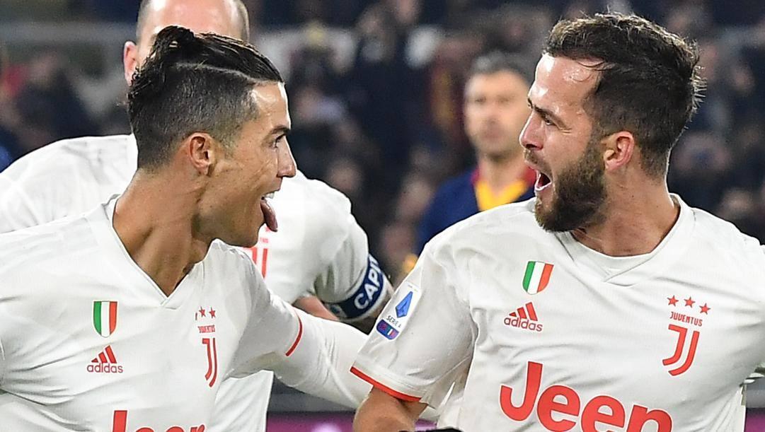 Cristiano Ronaldo e Miralem Pjanic esultano durante Roma-Juve. Afp