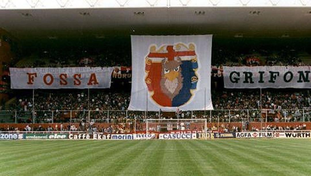 Un'immagine della gradinata nord dello stadio Ferraris di Genova, cuore del tifo rossoblù