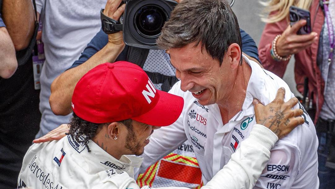 Toto Wolff con Lewis Hamilton a Montecarlo nel 2019. Epa