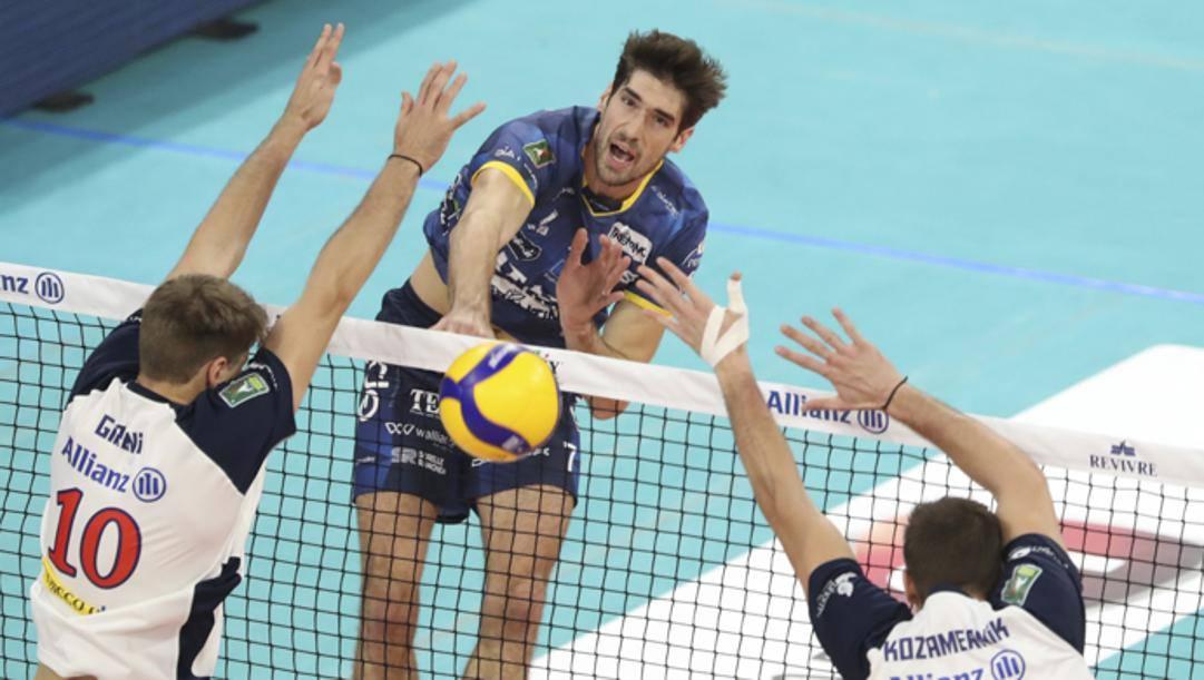 Un attacco di Luca Vettori, 29 anni, con la maglia di Trento