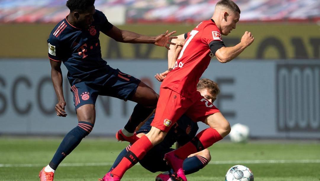 Florian Wirtz, 17 anni, in azione contro il Bayern Monaco. Epa