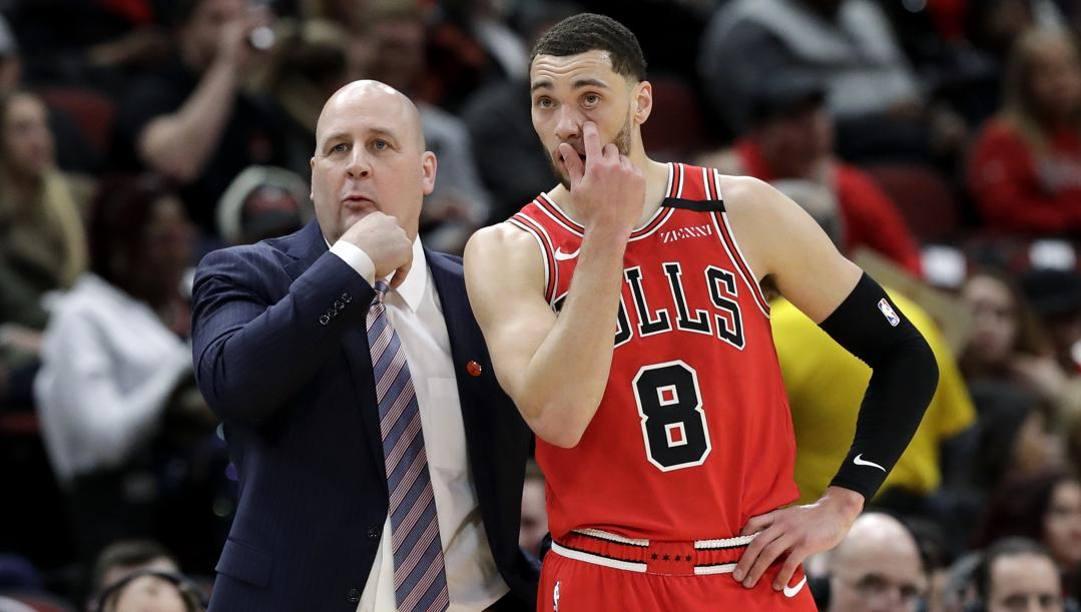 Jim Boylen, coach dei Bulls la cui panchina traballa, e Zach LaVine, il migliore del 2019-20. LaPresse