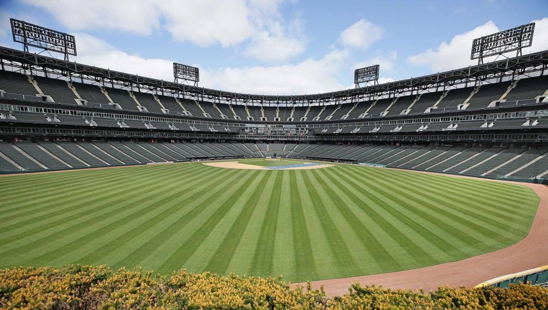 Lo stadio dei Chicago White Sox ancora tristemente vuoto e senza baseball. Afp