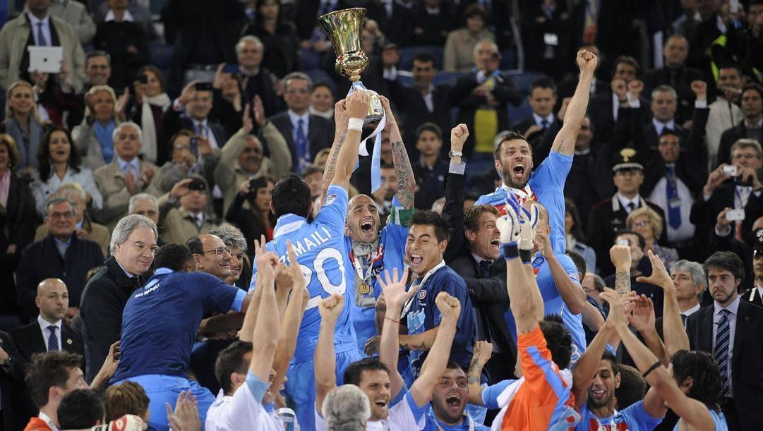 20 maggio 2012. Capitan Cannavaro alza la Coppa Italia.