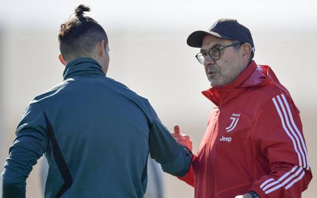 Ronaldo a colloquio con Sarri. Getty