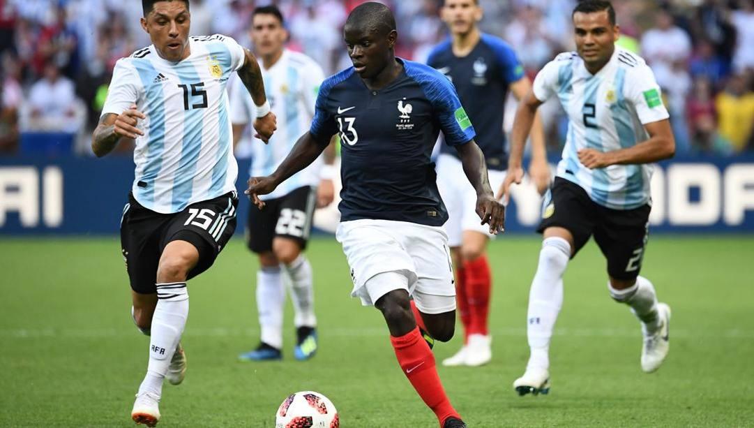 N'Golo Kanté in azione con la maglia della Francia