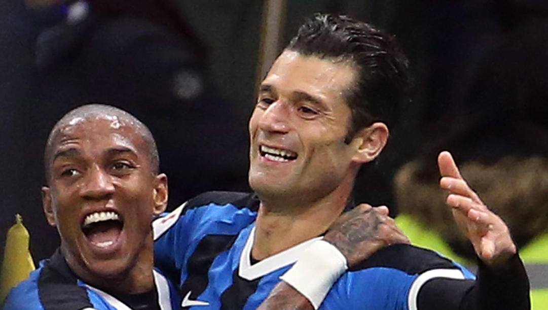 Ashely Young, 34 anni, e Antonio Candreva, 33. Epa