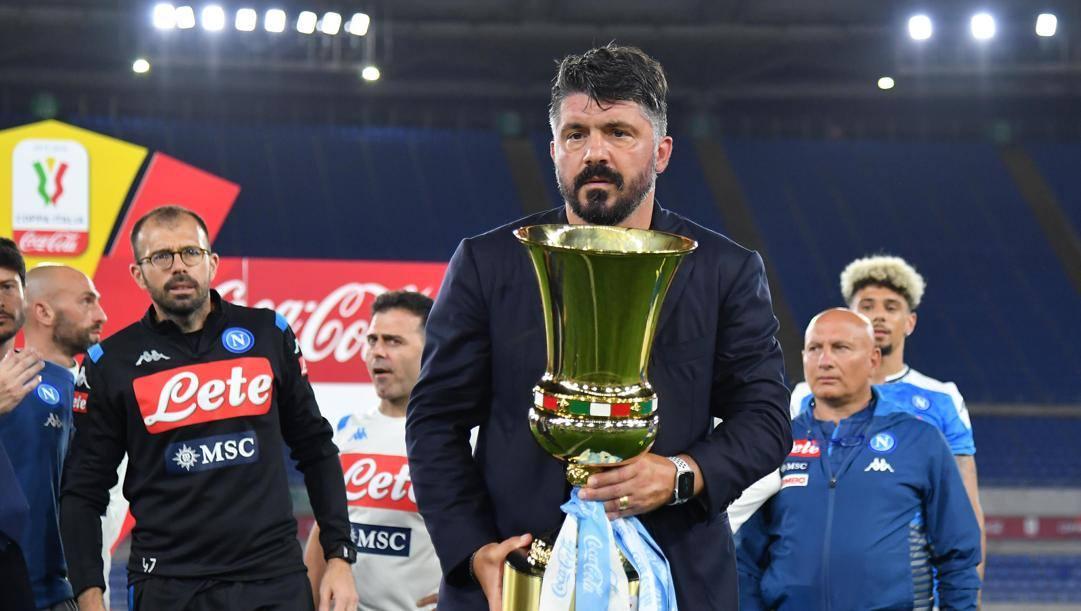 Gennaro Gattuso con la Coppa Italia vinta alla guida del Napoli. Ansa