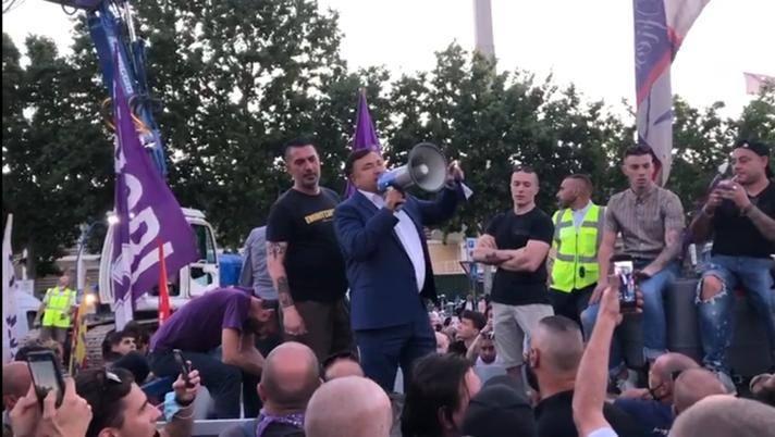 Il d.g. della Fiorentina, Joe Barone, parla ai tifosi