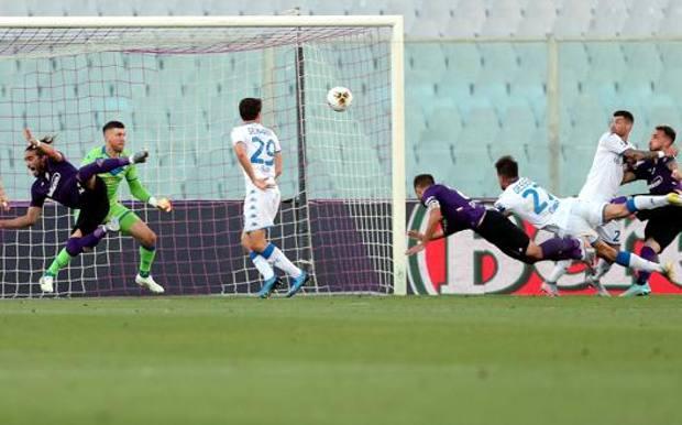 Il gol del pareggio di Pezzella. Getty Images