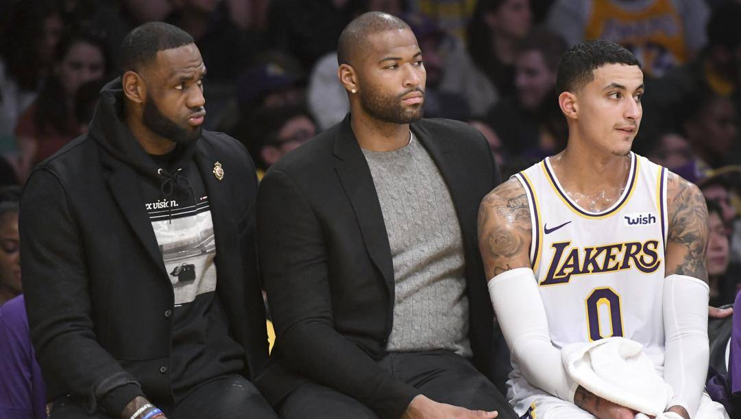 DeMarcus Cousins tra LeBron James e Kyle Kuzma: Boogie per il 2019-20 aveva firmato un annuale con i Lakers, ma non ha mai giocato per infortunio. Ap