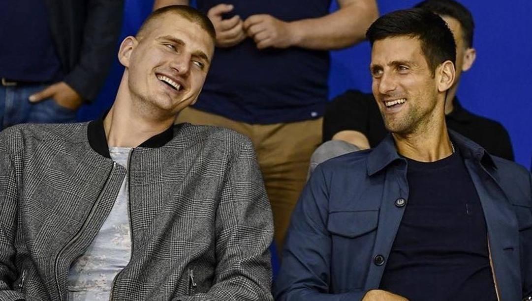 Nikola Jokic, 25 anni, e Novak Djokovic, 33, insieme a Belgrado lo scorso 11 giugno