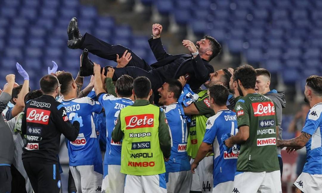 Gattuso portato in trionfo. Ansa