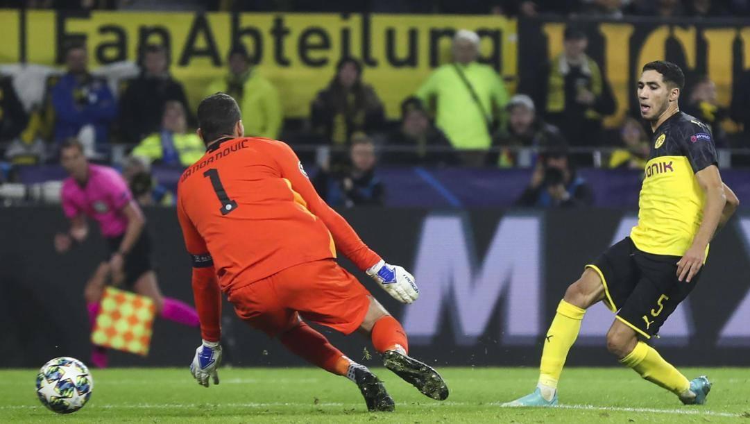 Achraf Hakimi, 21 anni, a segno contro l'Inter in Champions League, lo scorso novembre. Epa