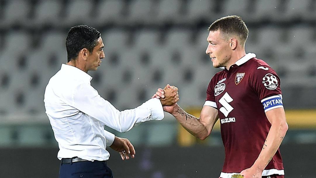 L'allenatore del Torino Moreno Longo, 44 anni, con il capitano Andrea Belotti, 26 anni. Ansa