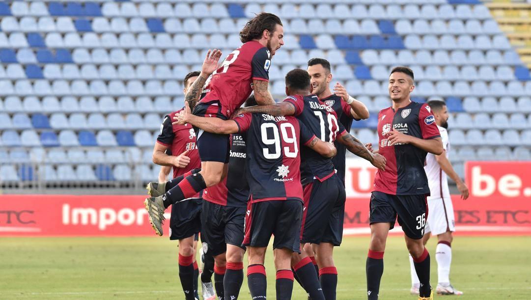 La festa dei giocatori del Cagliari. Ciamillo e Castoria