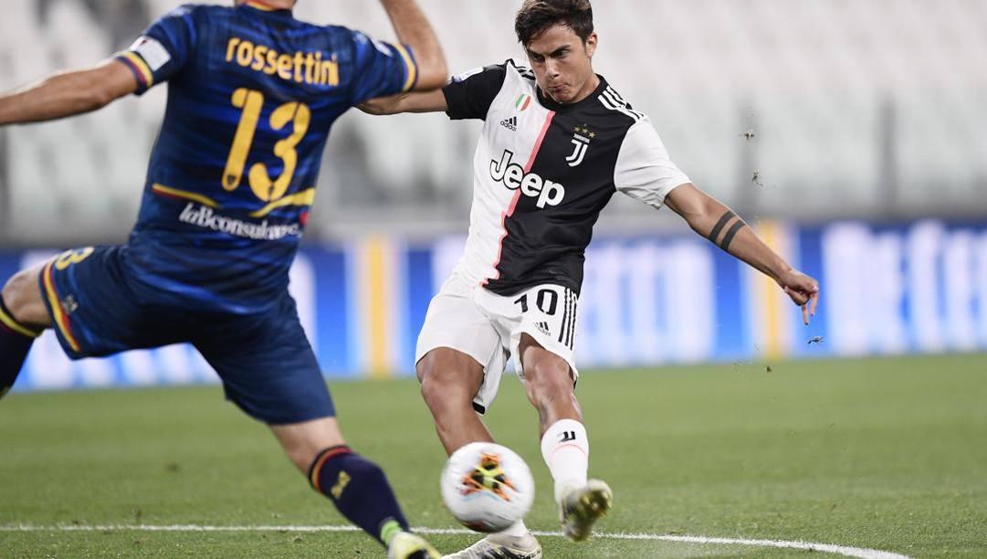 Il gol mancino di Paulo Dyabala al Lecce nell'ultima partita. Lapresse