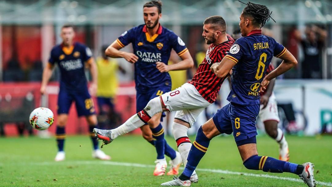 Il gol alla Roma di Ante Rebic, 26 anni. LaPresse