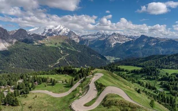 I tornanti del Passo San Pellegrino