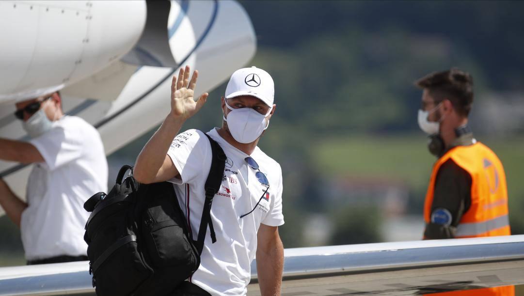 Valtteri Bottas arriva a Zeltweg con mascherina. Afp