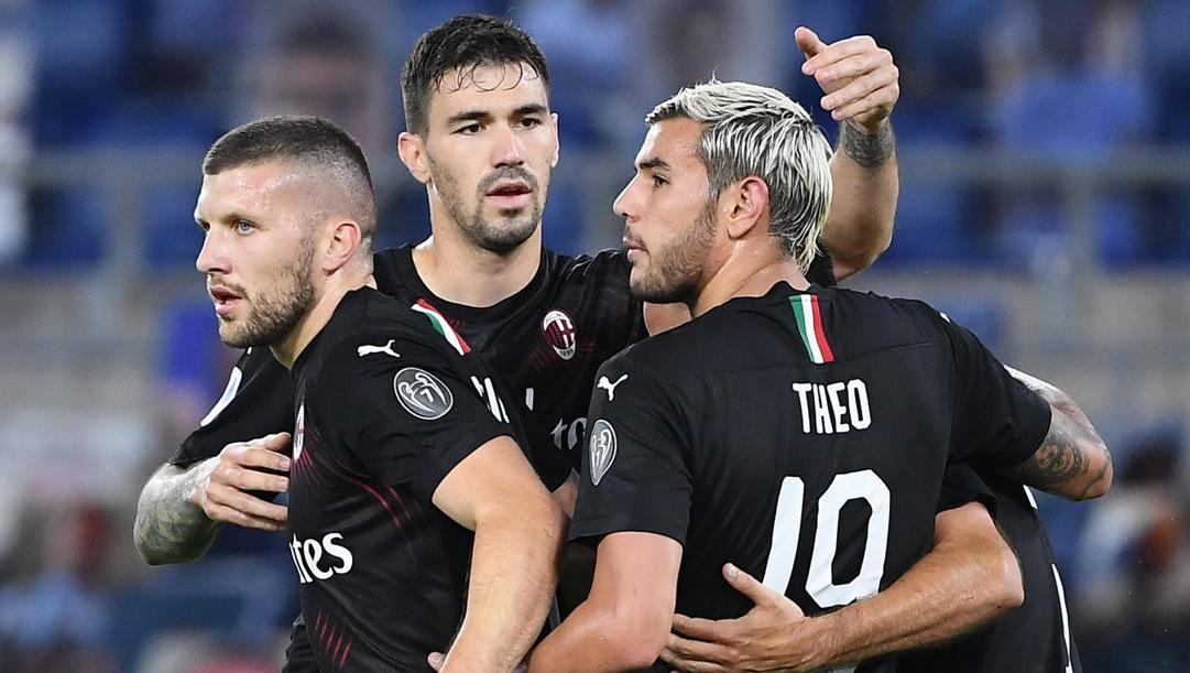 Ante Rebic festeggiato dai compagni dopo il gol del 3-0 rossonero. Ansa