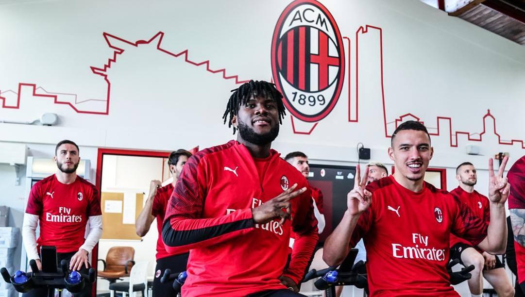 Franck Kessie (sin) e Ismael Bennacer durante la preparazione a Milanello. Lapresse